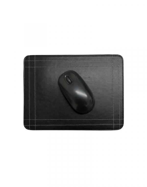 Mouse pad em material sintetico preto com mouse em cima possui costuras laterais de detalhe