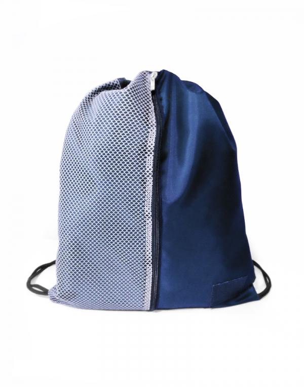 esta é uma mochila sacola com detalhe lateral