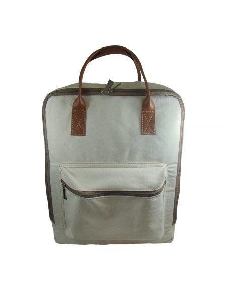 Mochila bolsa em lona cru com detalhes em sintetico caramelo possui bolso externo