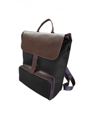 mochila em poliester prada e detalhes sinettico marrom possui um bolso externo foto lateral