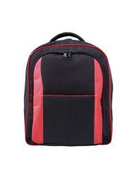 Mochila em poliester 600 preto e detalhes em poliester vermelho possui duas aberturas e mais um bolso externo