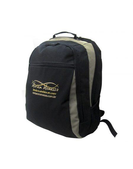 mochila em poliester 600 preto com detalhe em polieste 600 caqui possui 0 divisorias mais um bolso frontal
