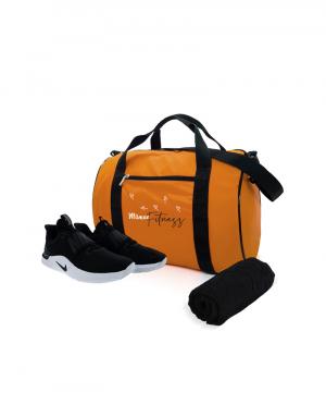 Mala em material emborrachado laranja com alça em fita preta possui alça transversal e bolso fontal